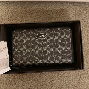 Coach Wristlet Wallet NEW IN THE BOX